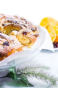 Couronne with Cranberries and Pecans