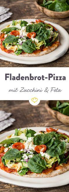 Zucchini-Pizza mit Spinat und Feta