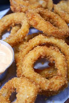 Crispy Parmesan Onion Rings with Sriracha Sauce