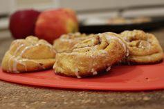 Quick and Easy Christmas Morning Apple Cinnamon Buns